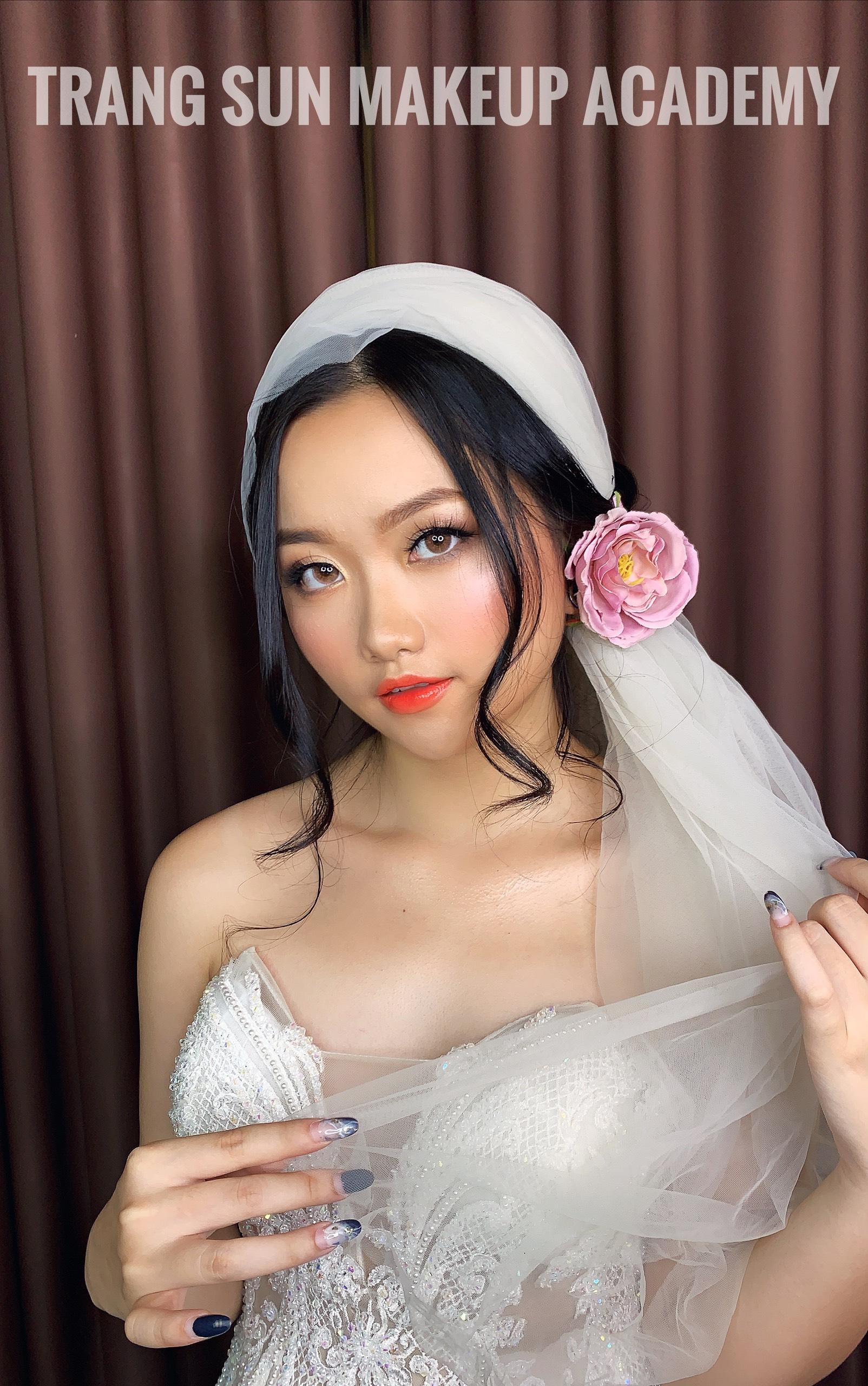 học trang điểm cô dâu