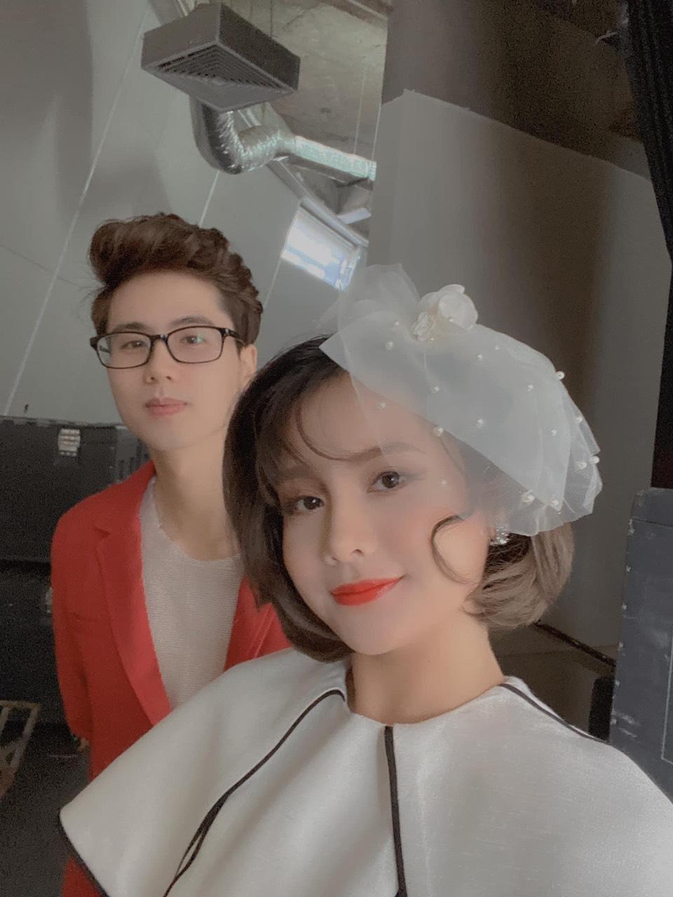 Trang điểm làm tóc đi đám cưới