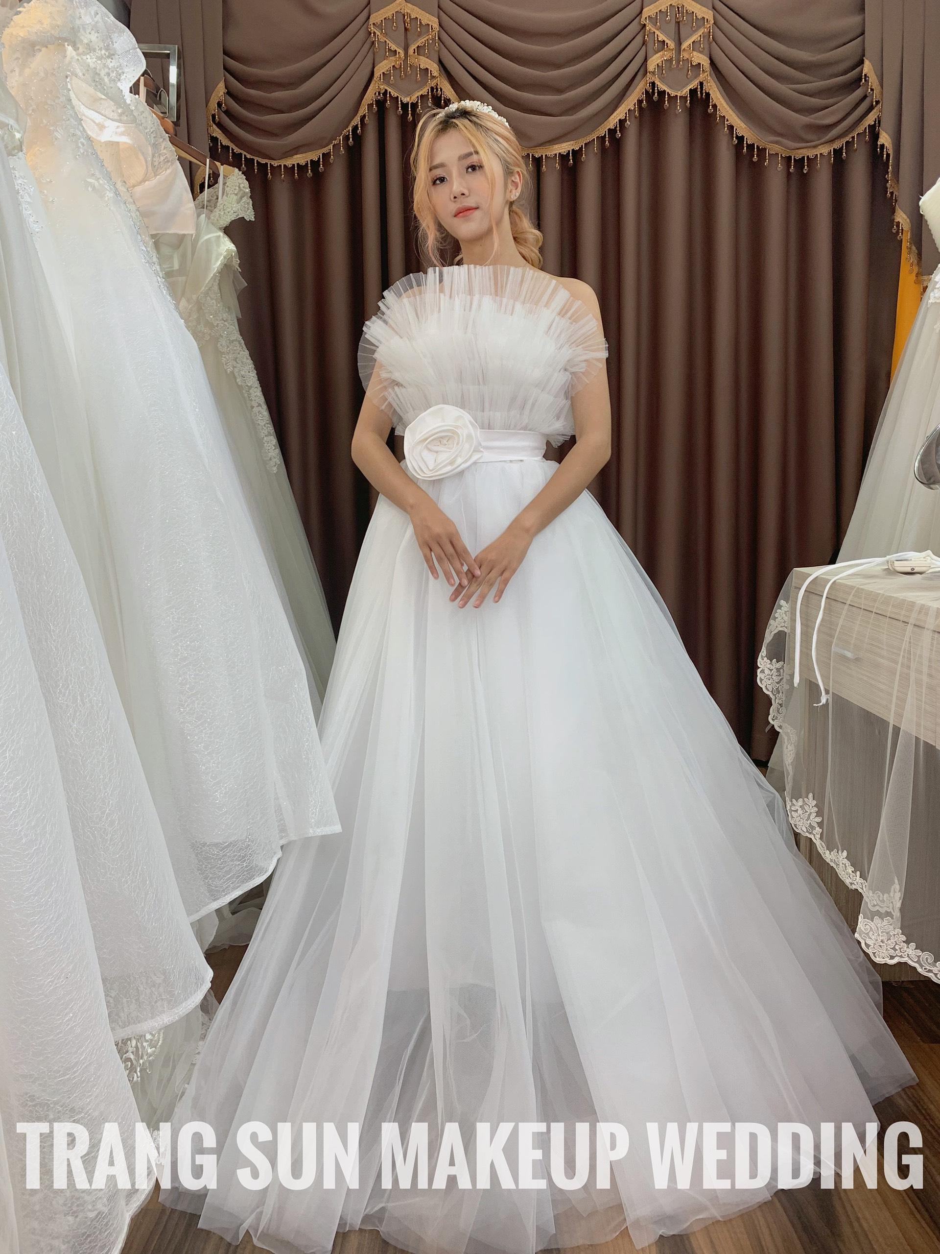 váy cưới 2020